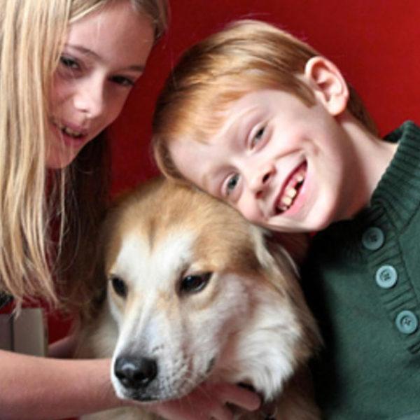 5 Vorteile von Hunden und Kindern, die zusammen aufwachsen